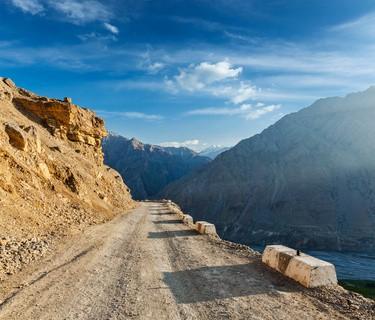 Strasse im Himalaya - Die 10 gefährlichsten Straßen der Welt