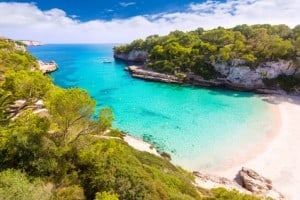 Strand Cala Llombards - Mallorcas schönste Buchten - Tipps zum Relaxen und wo Sie Ihren Badeurlaub unbeschwert genießen können