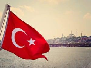 Paisaje turco y bandera