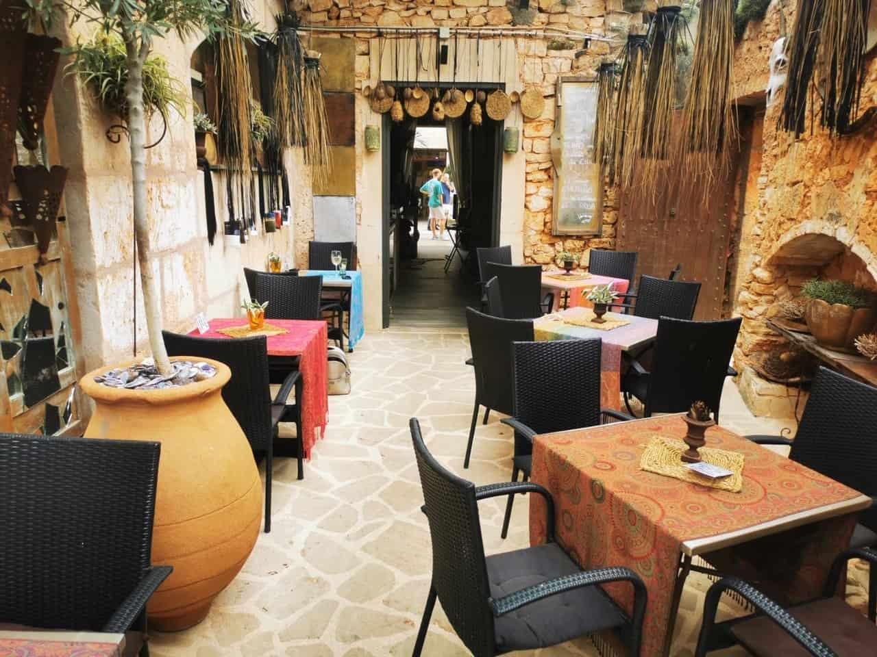 Innenhof-Pacio vom Restaurant Goli in Santanyi